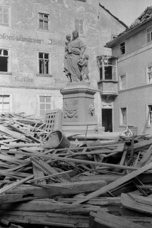 Donndorfbrunnen im Schutt, 2015-05-05