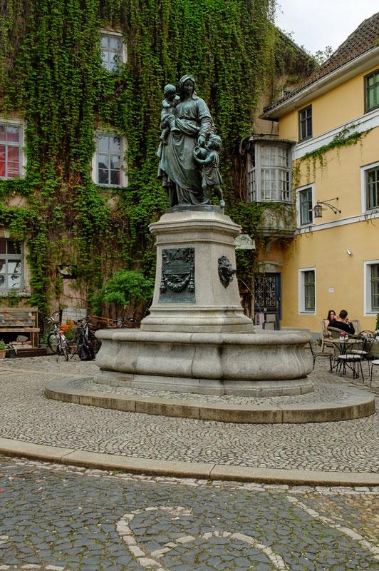 Donndorfbrunnen im Schutt, 1945-00-00